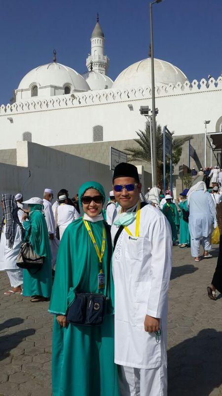Saya dan Ghozie di depan Masjid Quba Madinah