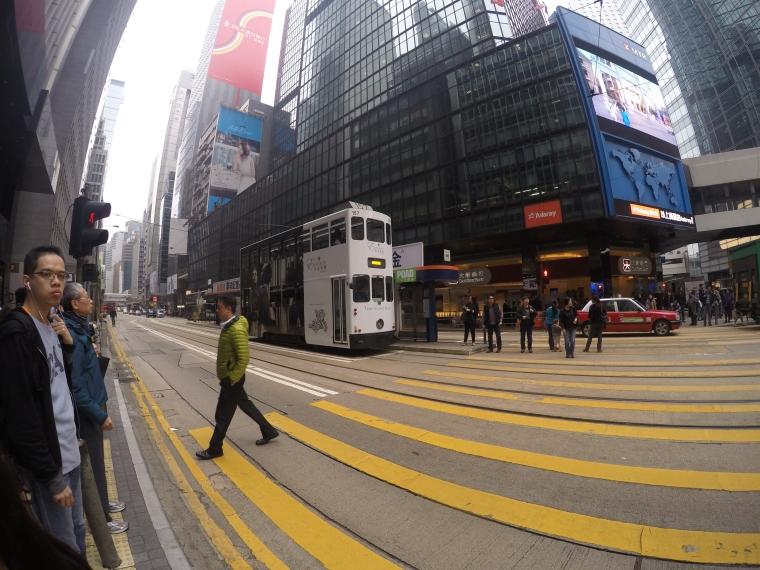 Tram di jalanan kota HongKong